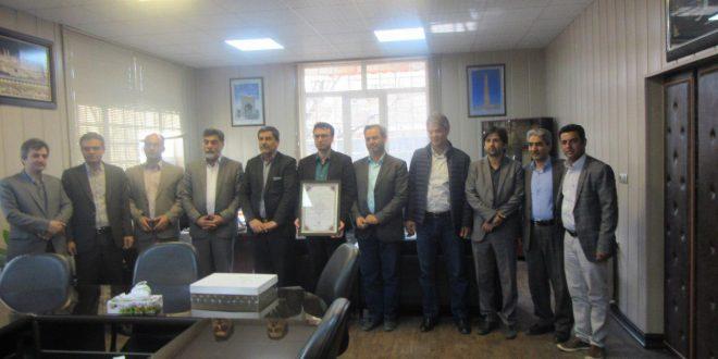 شهردار تایباد در نشست با اعضای پویش سبز مردمی تایباد مورد تقدیر قرار گرفت.