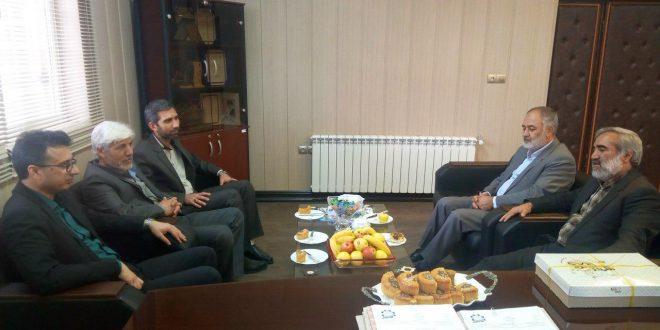 مدیران ادارات میراث فرهنگی واوقاف شهرستان،  به مناسبت روز شهردار با شهردار تایباد دیدار کردند.