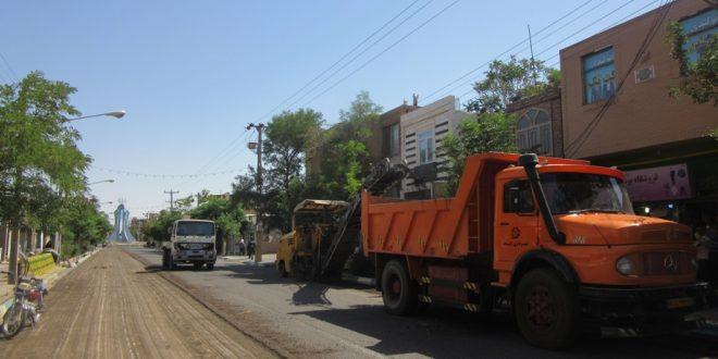 عملیات آسفالت و روکش آسفالت خیابان شهید رجائی آغاز شد.