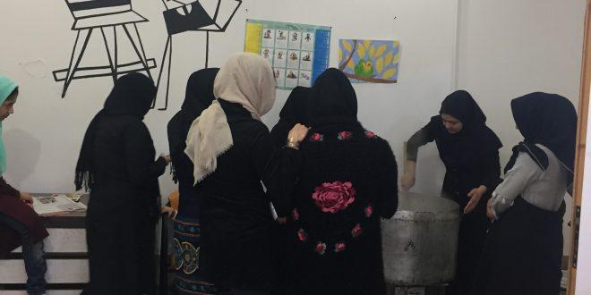 آش نذری فراگیران فرهنگسرای مولانا در پایان کلاسهای ترم تابستان۹۸ ـ تهیه و بین نیازمندان توزیع شد.