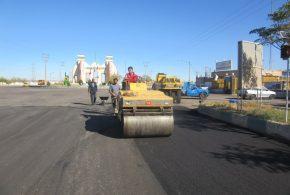 طبق مصوبه شورای ترافیک، عملیات احداث آیلند و روکش آسفالت خیابان امام رضا(ع) در دست انجام قرار گرفت.