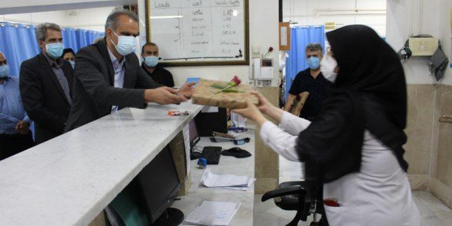 شهردار تایباد به همراه فرماندار و معاونتهای فرمانداری شهرستان از پزشکان و کادر درمان تجلیل نمودند.