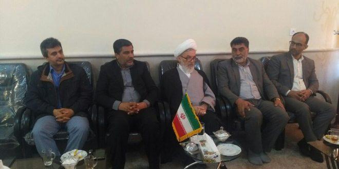 اعضای شورای شهر تایباد در دیدار با حجه السلام ملکی  امام جمعه شهرستان خواستار تقویت ارتباط بین این دو نهاد مردمی شدند.
