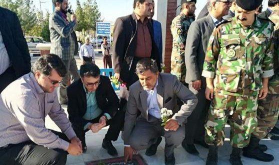 مزار متبرک شهدای تایباد به مناسبت هفته دولت عطرافشانی و غبارروبی شد.